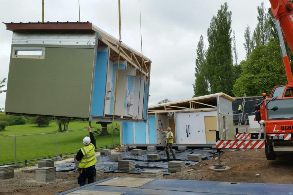 Installing a modular building in sections